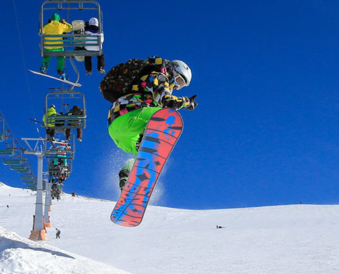 WHY YOU SHOULDN'T MISS SKIING IN IRAN?