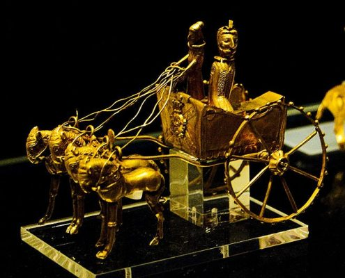 Iranian Metalwork Is Splendid Souvenir for Travelers to Iran