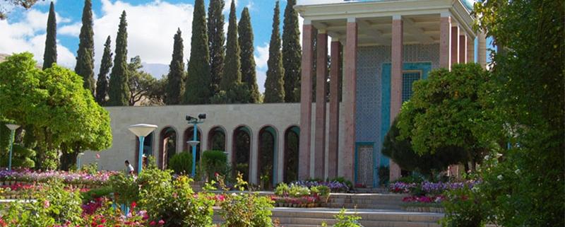 Shiraz tourist attractions: tomb of Saadi