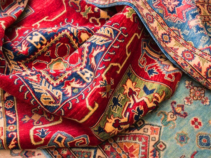 Persian carpet - souvenirs to buy in Iran
